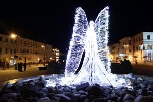 led-svietiaci-anjel-socha-erb